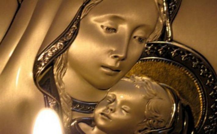 Молитвы о достатке, благополучии ко пресвятой богородице и перед ее святыми образами