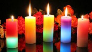 С помощью свечей можно привлечь деньги, везение, любовь, а также узнать о своём настоящем и будущем