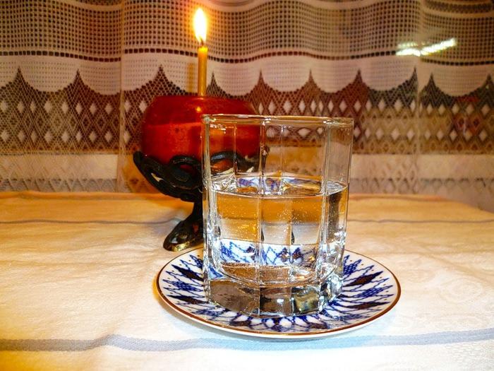Как правильно крещенской водой освятить квартиру