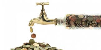 Наговор на воду для привлечения денег в определенной сумме