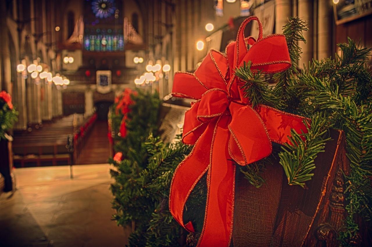 https://cdn.pixabay.com/photo/2015/03/12/02/37/church-669556_1280.jpg