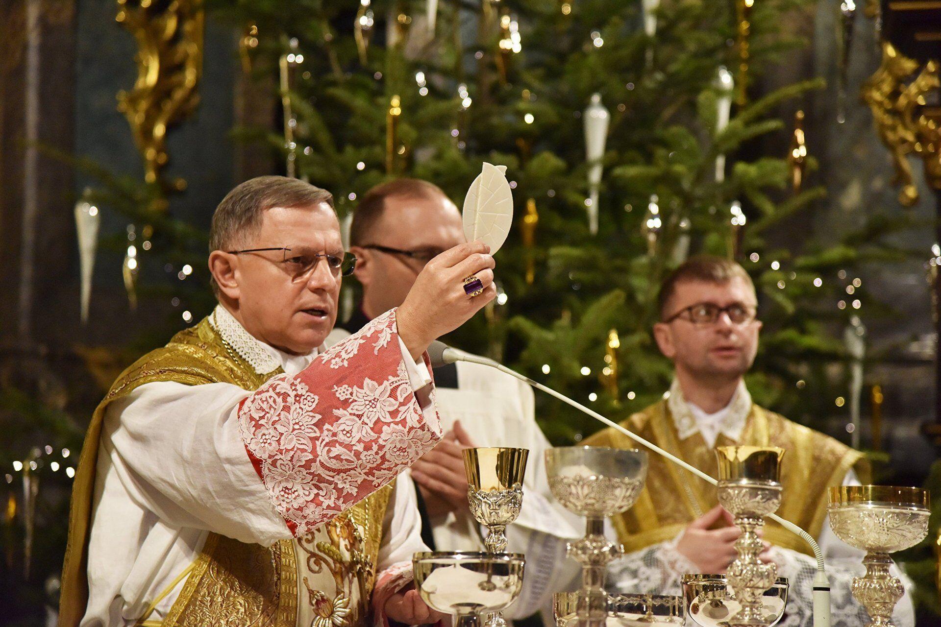 Традиционная облатка в Рождественскую ночь превращается в символ примирения, прощения и любви